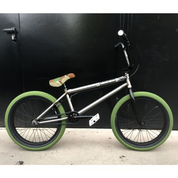 BMX CUSTOM 21'' SUBROSA TIRO XL RED TIRES