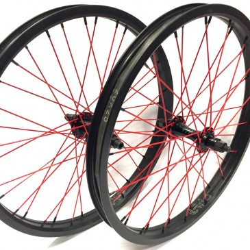 PAIRE DE ROUE CUSTOM CULT , RAYONS ROUGE